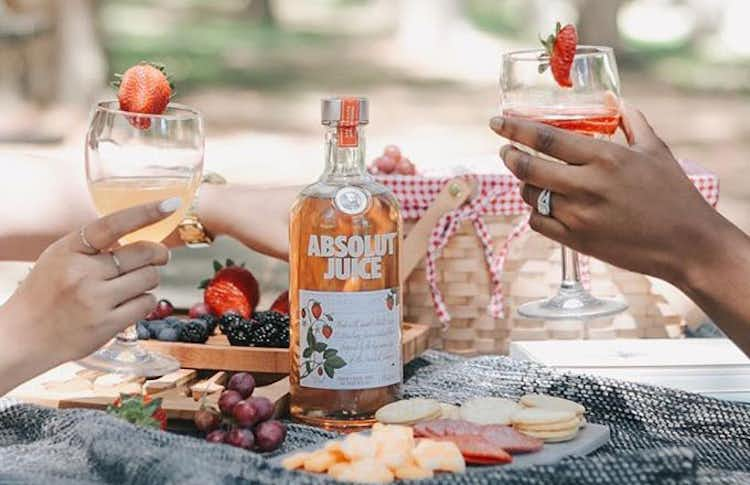 Absolut Juice Strawberry Spritz